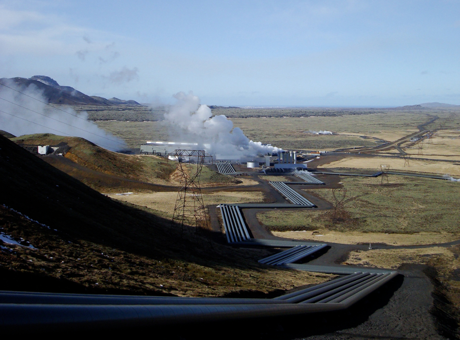 Hellisheidi geothermal power plant (image by ThinkGeoEnergy [CC BY 2.0] via flickr)