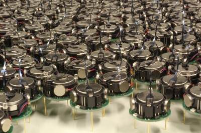 Kilobot Robot Swarm (Image by asuscreative [CC BY SA], via Wikimedia Commons)