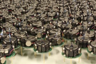 Kilobot Robot Swarm (Image by asuscreative [CC BY SA], via Wikimedia Commons)