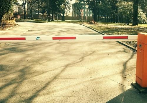Barrier (Image by HolgersFotografie [CC0 Public Domain], via Pixabay)