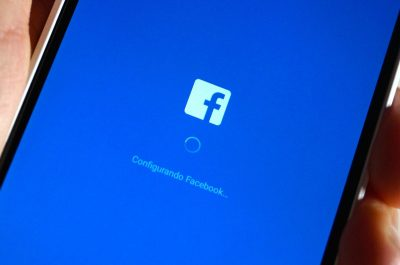 Facebook app (adapted) (Image by Eduardo Woo [CC BY-SA 2.0] via flickr)