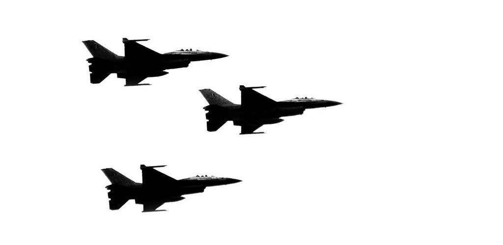 Three jets (adapted) (Image by André Mouraux [CC BY 2.0] via Flickr)