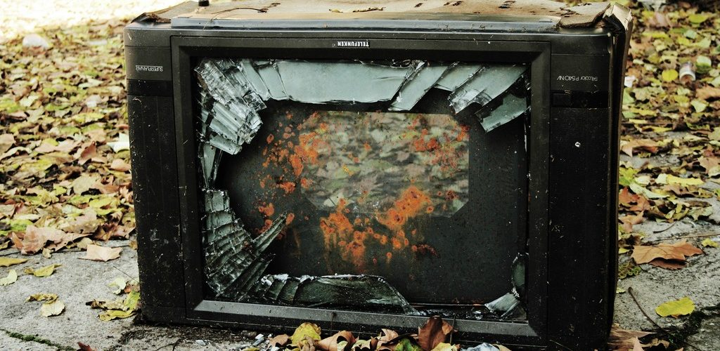 fuck tv (adapted) (Image by Jan Ramroth [CC BY 2.0] via flickr)