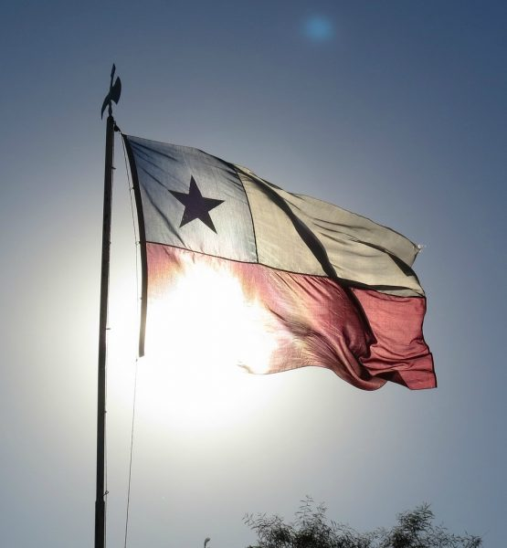 Chile's Flag Illuminated By Light (adapted) (Image by Kyle Pearce [CC BY 2.0] via flickr)