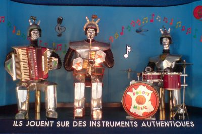 Les Robots-Music (adapted) (Image by Sascha Pohflepp [CC BY 2.0] via Flickr)
