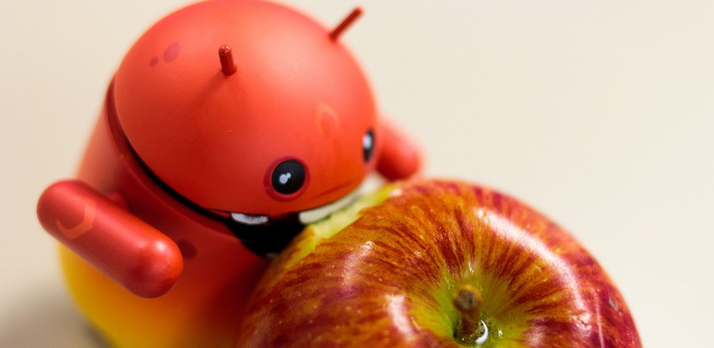 Android eating Apple (adapted) (Image by Aidan [CC BY 2.0] via Flickr)