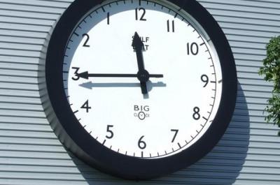 Backward Clock (Image by Keith Evans [CC BY SA 2.0], via geograph.org)