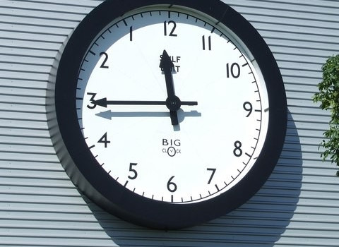 Backward Clock (Image by Keith Evans [CC BY SA 2.0], via geograph.org)