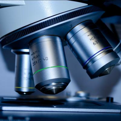 Microskop (image by PublicDomainPictures [CC0] via Pixabay)