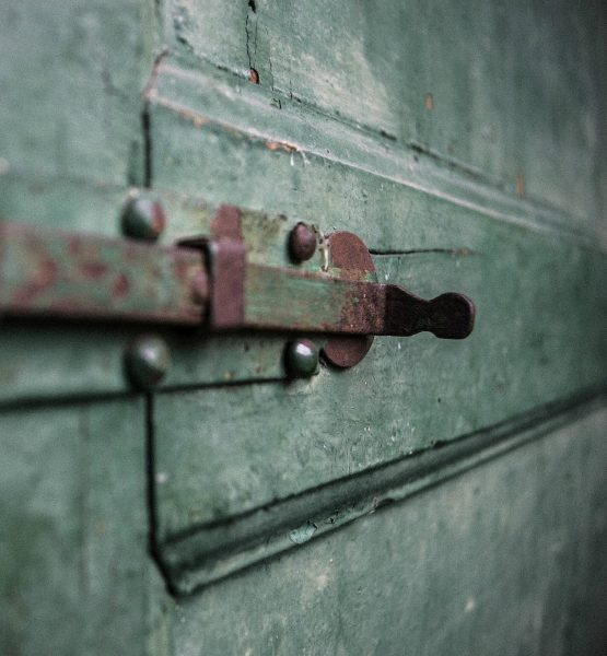 Secret (adapted) (Image by Sebastiano Terreni [CC BY 2.0] via Flickr)