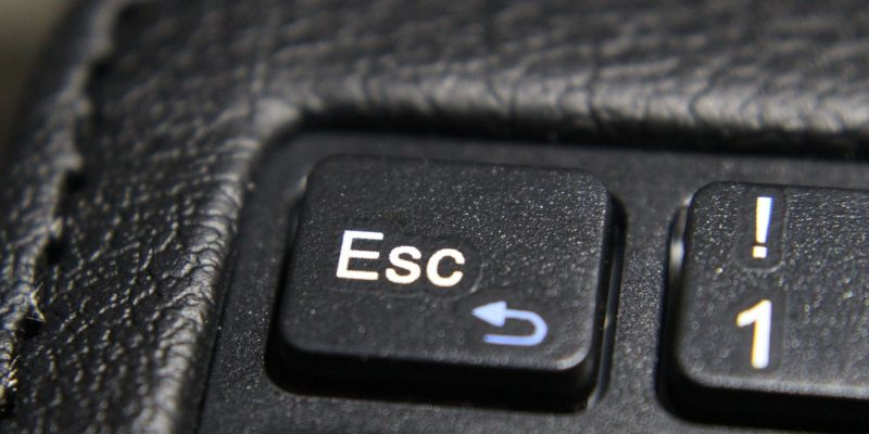 Tastatur Esc (Image by Silvia Stoedter [CC0_Public Domain], via Pixabay)