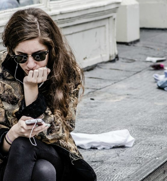 Texting in NYC (adapted) (Image by Michele Ursino [CC BY-SA 2.0] via flickr)