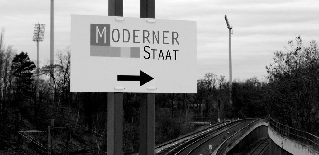 Wegweiser zum modernen Staat (adapted) (Image by m.a.r.c. [CC BY-SA 2.0] via Flickr)