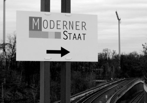 Wegweiser zum modernen Staat (adapted) (Image by m.a.r.c. [CC BY-SA 2.0] via Flickr)