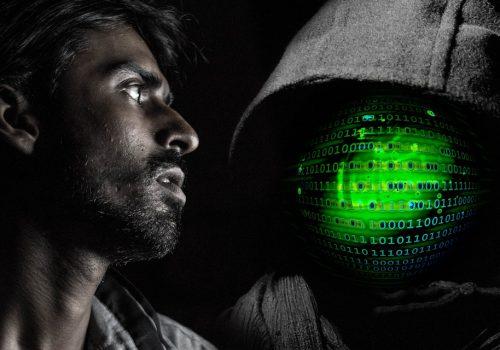 Mann Hacker (Image by geralt [CC0] via pixabay