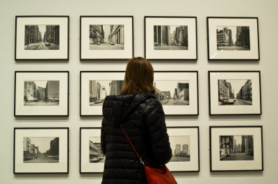 Metropolitan Museum of Art (adapted) (Image by Phil Roeder [CC BY 2.0] via flickr)