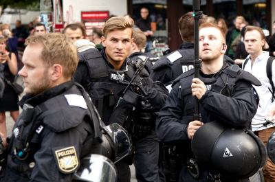 #Ohlauer Räumung Protest 27.06.14 Wiener Ohlauer Straße (adapted) (Image by mw238 [CC BY-SA 2.0] via flickr)