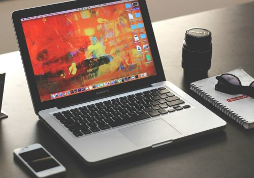 laptop (Image by parthshah000 [CC0 Public Domain] via Pixabay)