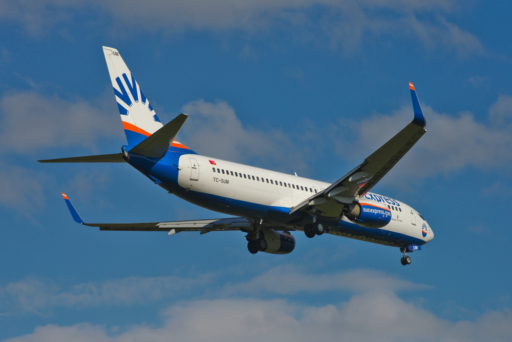 SunExpress Boeing 737-800 TC-SUM (adapted) (Image by sloppyperfectionist [CC BY-SA 2.0] via Flickr)