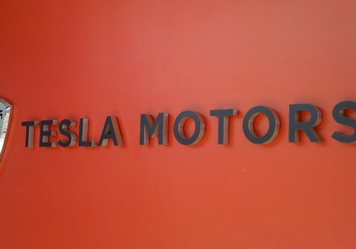 Tesla Motors (adapted) (Image by Sam Felder [CC BY-SA 2.0] via Flickr)