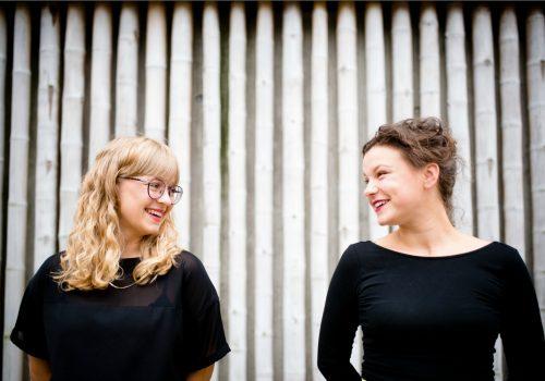Sandra Hofmann und Katharina Gleß, Gründerinnen von Effektrausch und Herausgeberinnen des Onlinemagazins Viertelrausch (Image by Michaela Schnabel - crosslights fotografie)