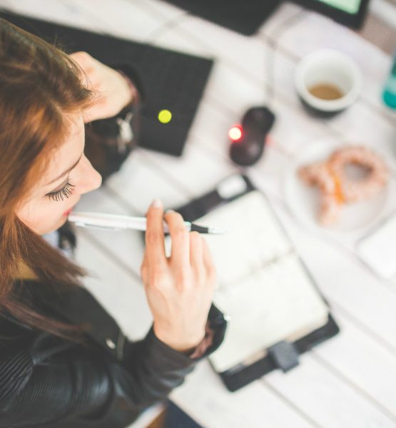 Young woman thinking with pen while working (Image by Karolina Grabowska [CC0 Public Domain] via Pexels)