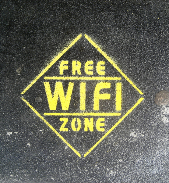 Free Wi-Fi Zone (adapted) (Image by Erin Pettigrew [CC BY 2.0] via Flickr)