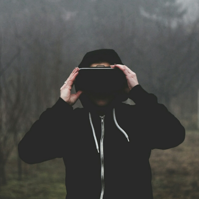 VR (adapted) (Image by szfphy [CC0 Public Domain] via Pixabay)