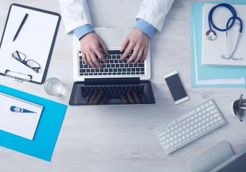 Computer, Mac, MacBook, iPhone, Tastatur, Arzt, Doktor, Schreibtisch, Stock