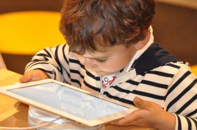Kind, Kinder, Tablet, Smartphone, Internet, Social Media