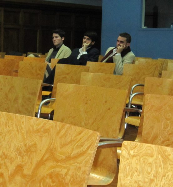 Lliga de debat UB - 2011 (adapted) (Image by Joan Simon [CC BY-SA 2.0] via Flickr)