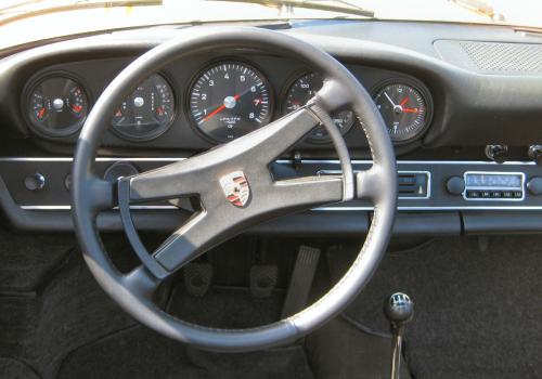 porsche911_targa_cockpit-image-by-karlehorn-cc-by-sa-3-0-via-wikipedia-commons