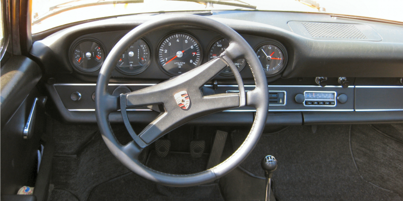 porsche911_targa_cockpit-image-by-karlehorn-cc-by-sa-3-0-via-wikipedia-commons