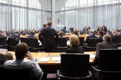 Öffentliche Anhörung des Haushaltsausschusses des Deutschen Bundestages zu ESM und Fiskalvertrag (adapted) (IMage by Mehr Demoratie e.V. [CC BY SA 2.0], via flickr)