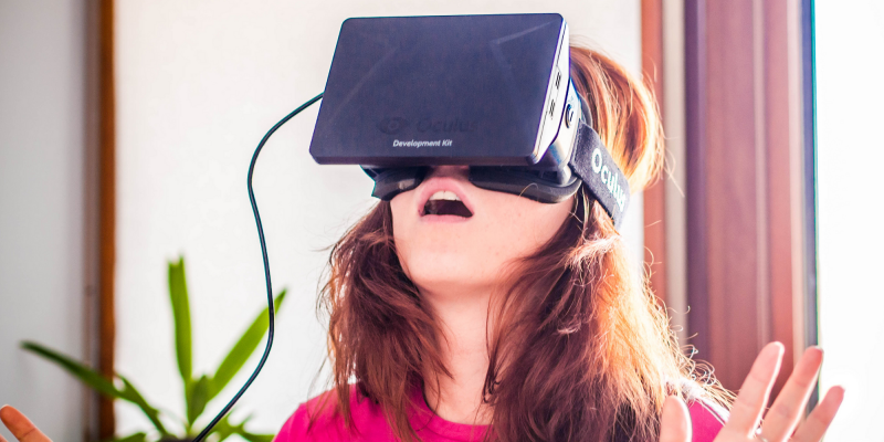 Anna Bashmakova and Oculus Rift (adapted) (Image by Sergey Galyonkin [CC BY-SA 2.0] via Flickr)