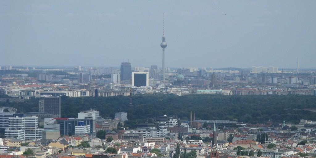 Berliner Fernsehturm and Siegessäule (adapted) (Image by Secret Pilgrim [CC BY SA 2.0], via flickr)