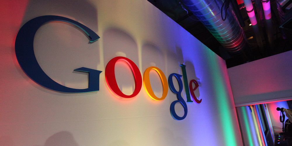 Google Logo in Building43 (adapted) (Image by Robert Scoble [CC BY 2.0] vie Flickr)