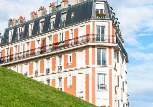 Hotel (adapted) (Image by Unsplash [CC0 Public Domain] via Pixabay)