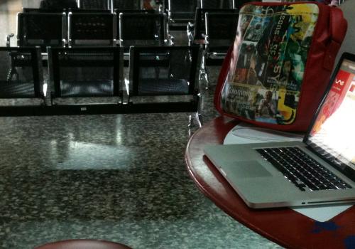 Internet gratis en el aeropuerto Matecaña, Pereira, gracias a UNE (adapted) (Image by Mario Carvajal [CC BY 2.0] via Flickr)