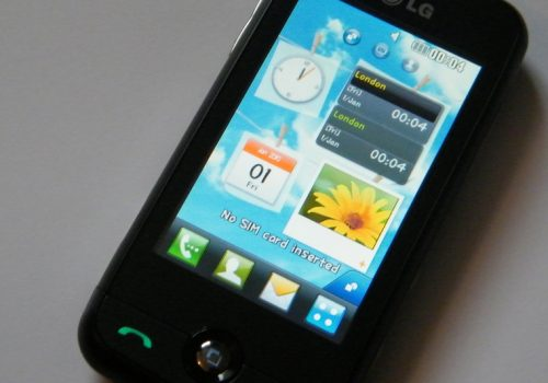 LG Cookie Fresh GS290 Smartphone (adapted) (Image by DigitPedia Website [CC BY 2.0] via Flickr)