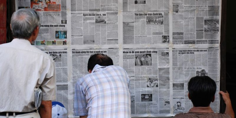 Read the News (adapted) (Image by Everjean [[CC BY 2.0], via flickr)