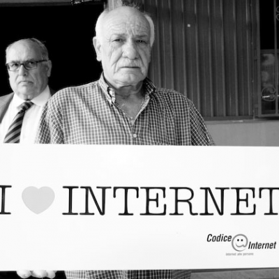 Settimana Internet @ Roma - 25 giugno, Internet e Anziani (adapted) (Image by Codice Internet [CC BY-SA 2.0] via Flickr)