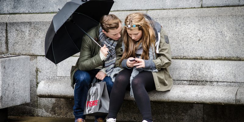 Texting in the rain (adapted) (Image by Garry Knight [CC BY 2.0] via Flickr)