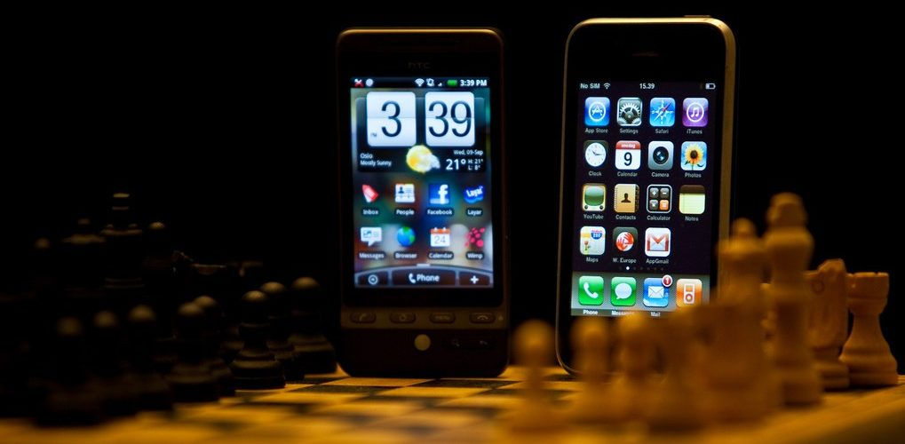 iPhone vs Android (adapted) (Image by nrkbeta [CC BY SA 2.0], via flickr)