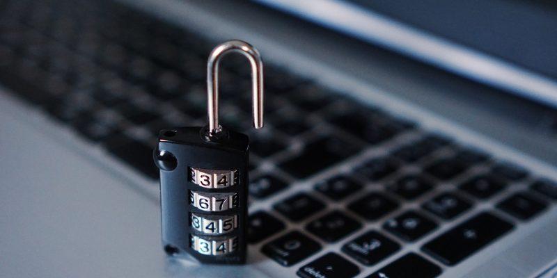 Computer Sicherheit Vorhängeschloss (adapted) (Image by TheDigitalWay [CC0 Public Domain], via pixabay)
