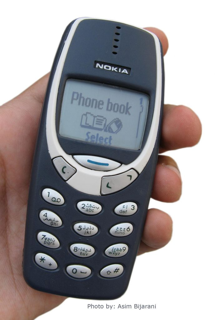 Nokia 3310 (adapted) (Image by Asim Bijarani [CC BY 2.0] via flickr)
