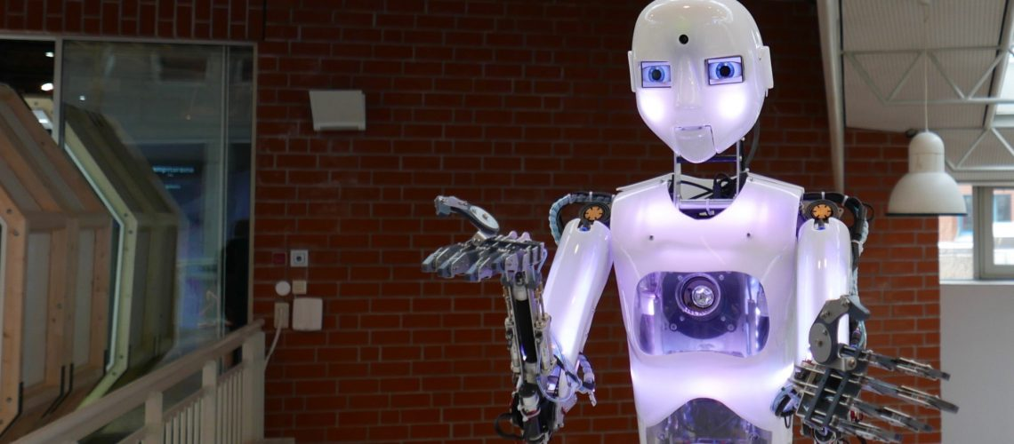 Roboter (adapted) (Image by jens kuu [CC BY 2.0] via flickr)