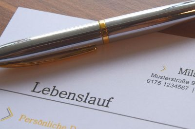 Bewerbung (adapted) (Image by loufre [CC0 Public Domain] via pixabay)