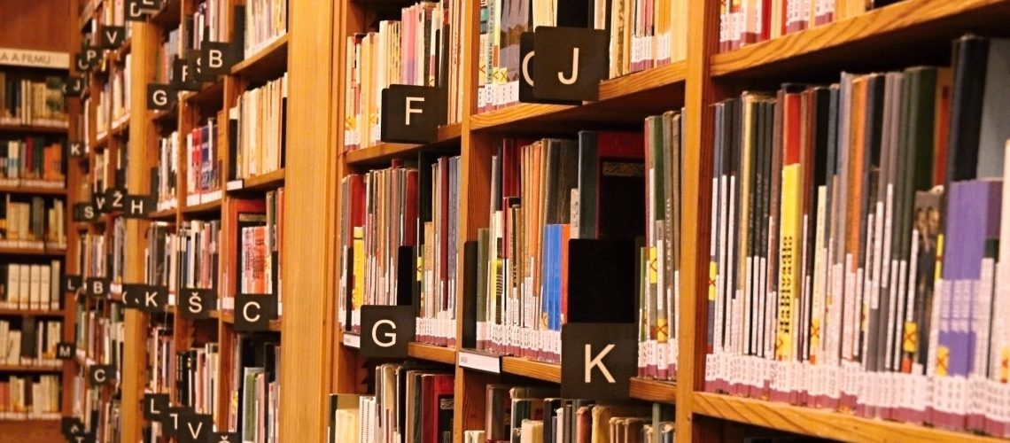 Bücher (adapted) (Image by jenikmichal [CC0 Public Domain] via pixabay
