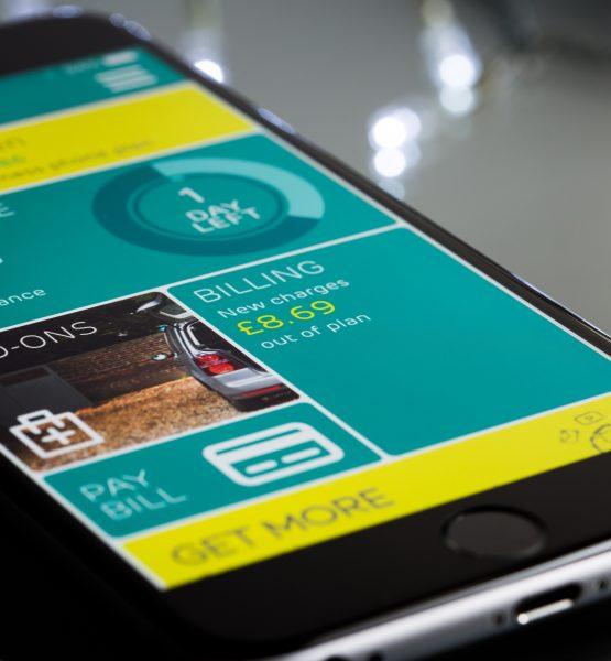 App (adapted) (Image by Torsten Dettlaff) (CC0 Public Domain) via pexels
